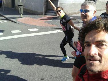Fran acompaña a los medios maratonianos